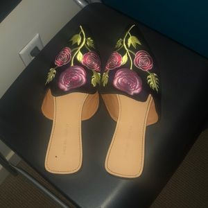 Flower embroidery mules 🌷